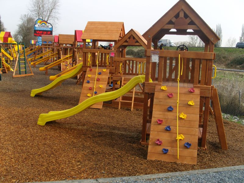 Free Play Program At Rainbow Play Systems For Locals