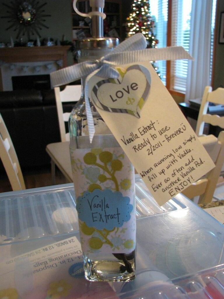 DIY: Vanilla Extract – Fun Gift to Give during the Holiday Season!
