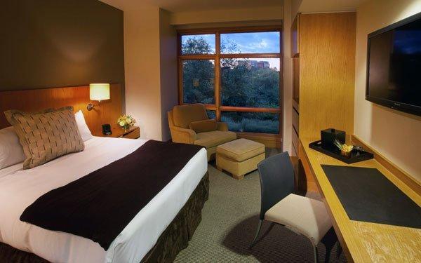 Cedarbrook Lodge On Bloomspot – Room, Wine, Breakfast & Snacks For $104.30/nt!