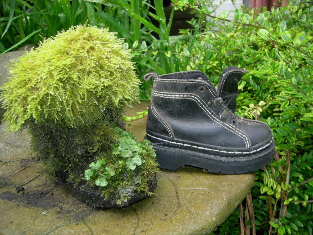 Recycling Old Shoes For Garden Art – Make A Keepsake For Your Garden!
