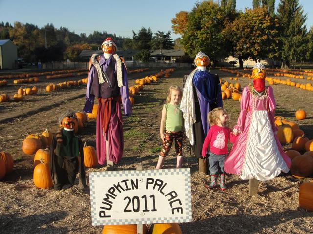 """Scholz Farms """"Pumpkin Palace"""" – Pierce County Pumpkin Patch with lots of FREE family fun!"""