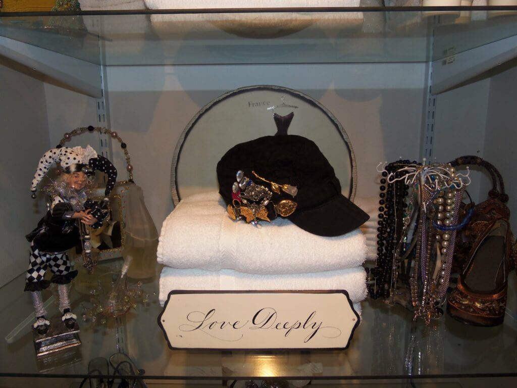 Organize Jewelry On An Old Hat