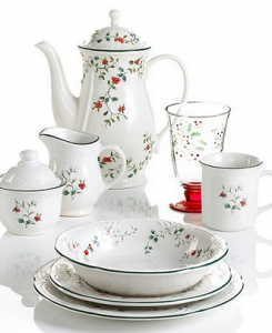 pfaltzgraff winterberry collection