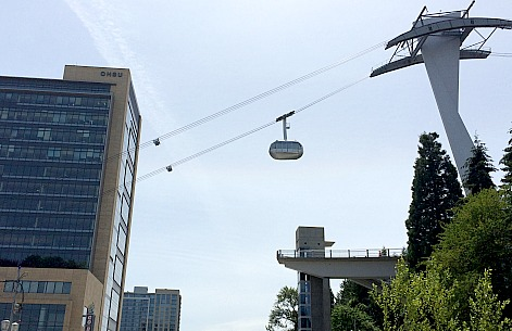 Portland Aerial Tram from Ground