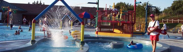 Washington waterparks spray parks wade pools water fun for The heights swimming pool timetable
