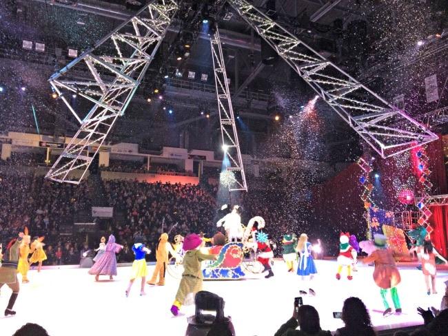 disney on ice christmas scene 2