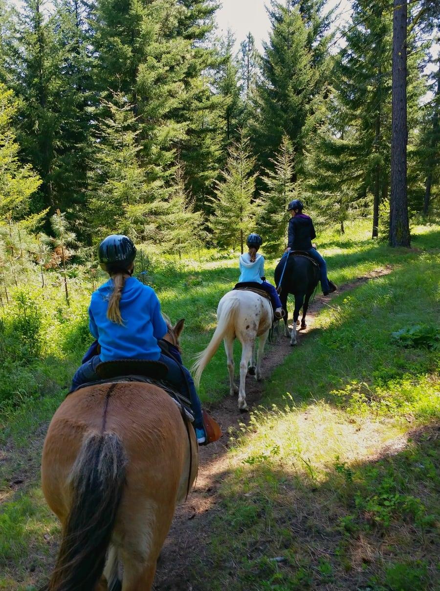 Horseback riding near Suncadia with Three Peaks Outfitters
