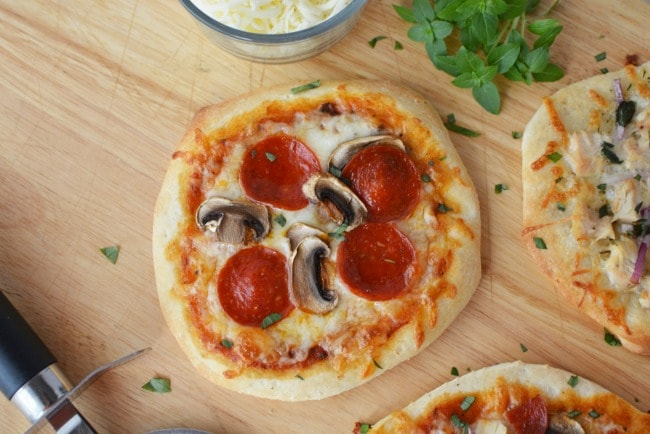 How To Make Homemade Pizza - Tips To Save On Great Tasting ...