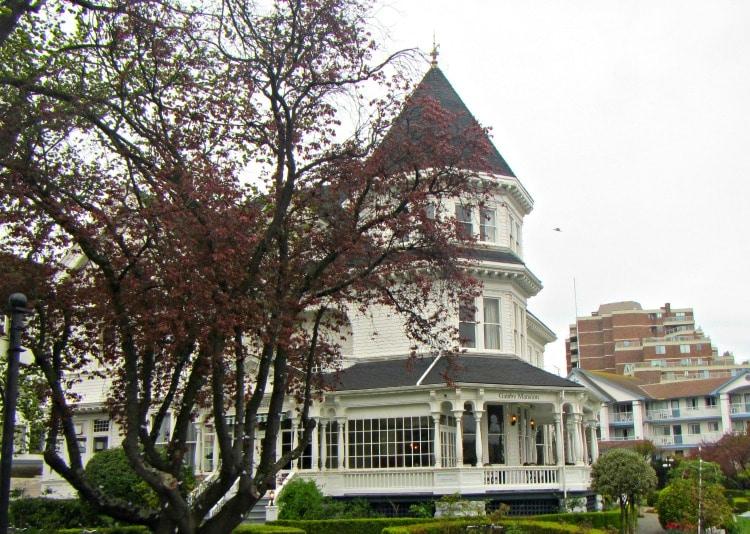 Victoria Gatsby Mansion