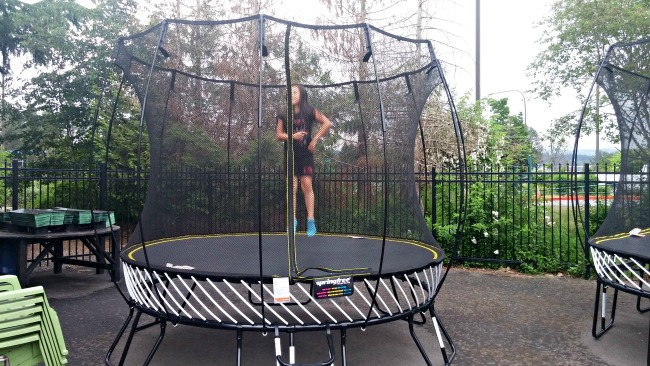 Spring free round trampoline