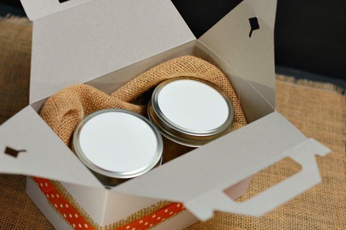 Mason Jar Pies being Delivered