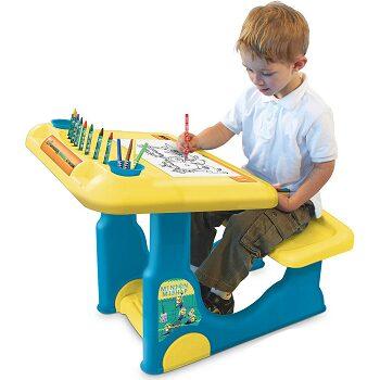 minions-sit-play-creative-art-desk