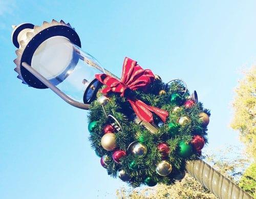 holiday-wreath-at-disneyland