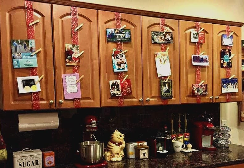 Showcase your Christmas cards with ribbons in your kitchen