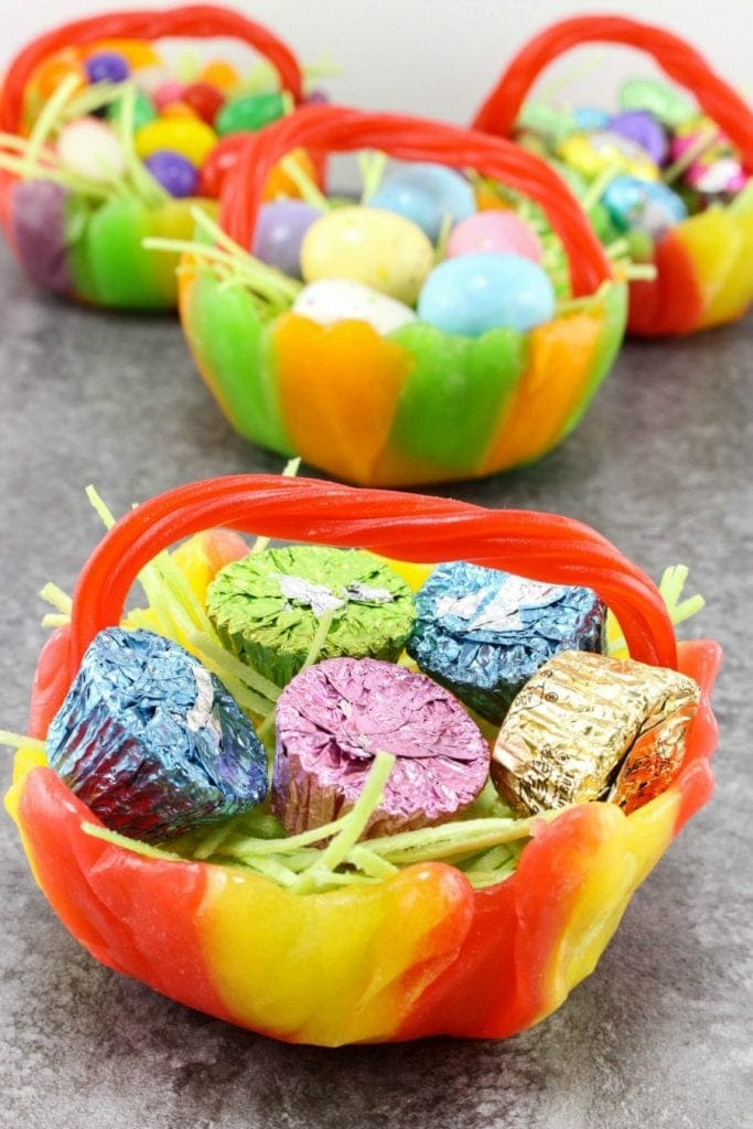 Easter Candy Bowls are the perfect Easter table decor