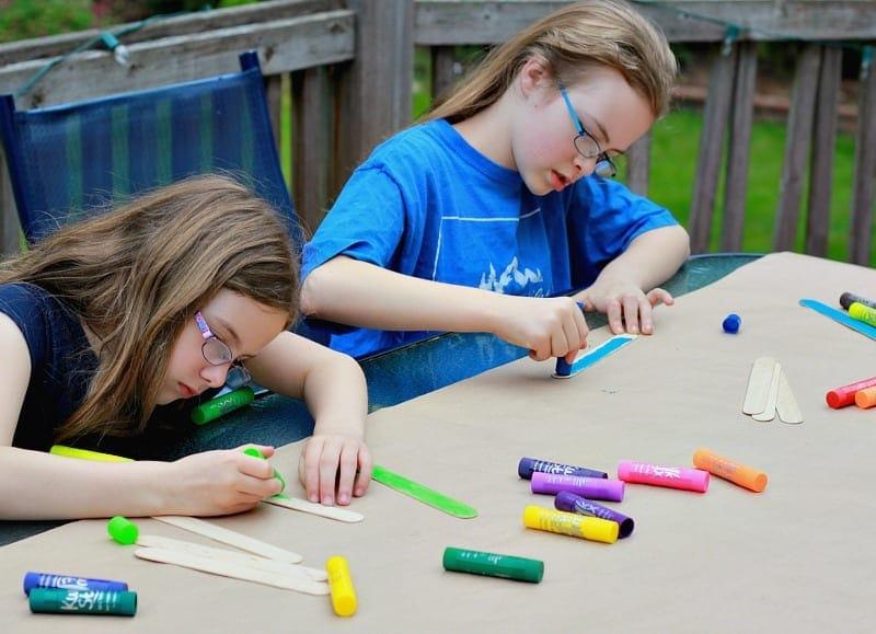 Kids working on Fathers Day Frame using Kwik Stix paint sticks
