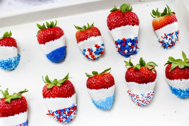 How to Make Patriotic Chocolate Covered Strawberries