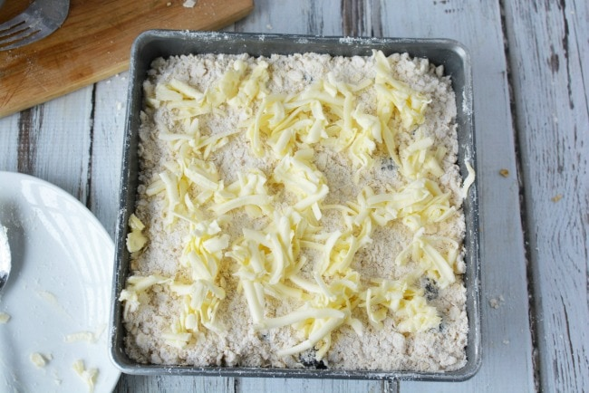Crumb topping for blackberry cobbler with butter
