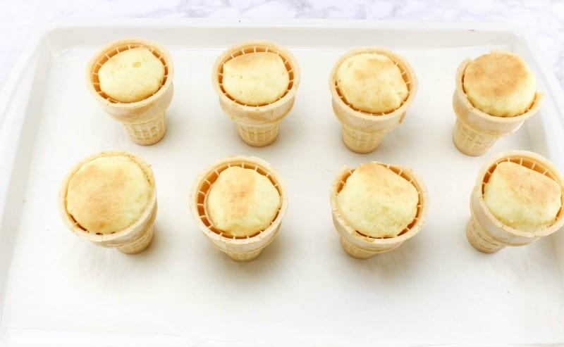 Ice Cream Sundae Cupcakes - Baking cupcakes
