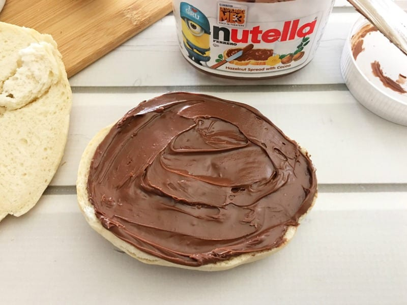 Making Spider Bagels with Nutella