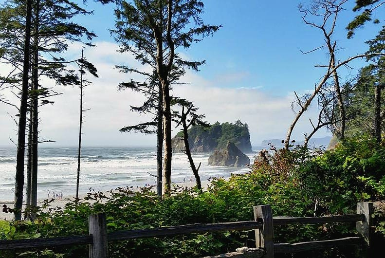 Ruby Beach in Olympic National Park is easy to access and a kid friendly beach with lots of driftwood, rocks to stack & sea stacks for tide pool exploration