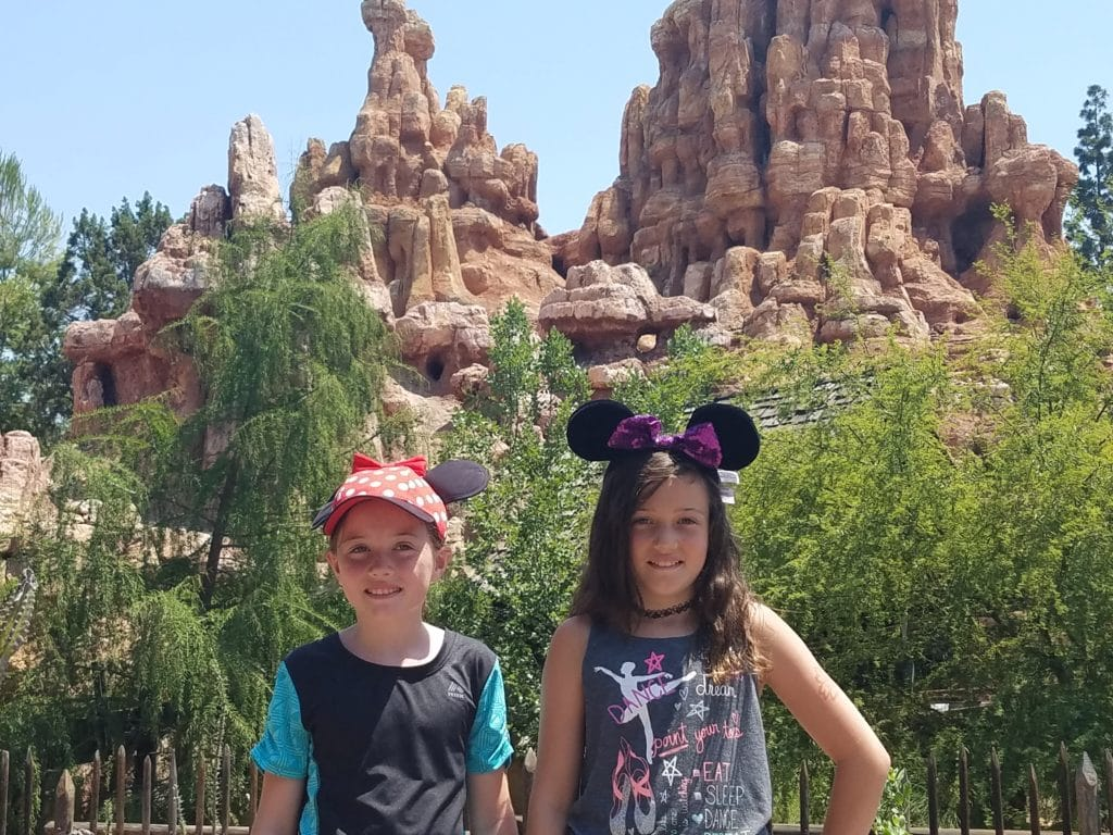 Last Minute Disneyland Trip Deals! From $1600 for a Family of Four!