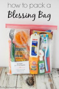 Pack a Blessing Bag to give to people in need with free printable checklist & encouragement cards