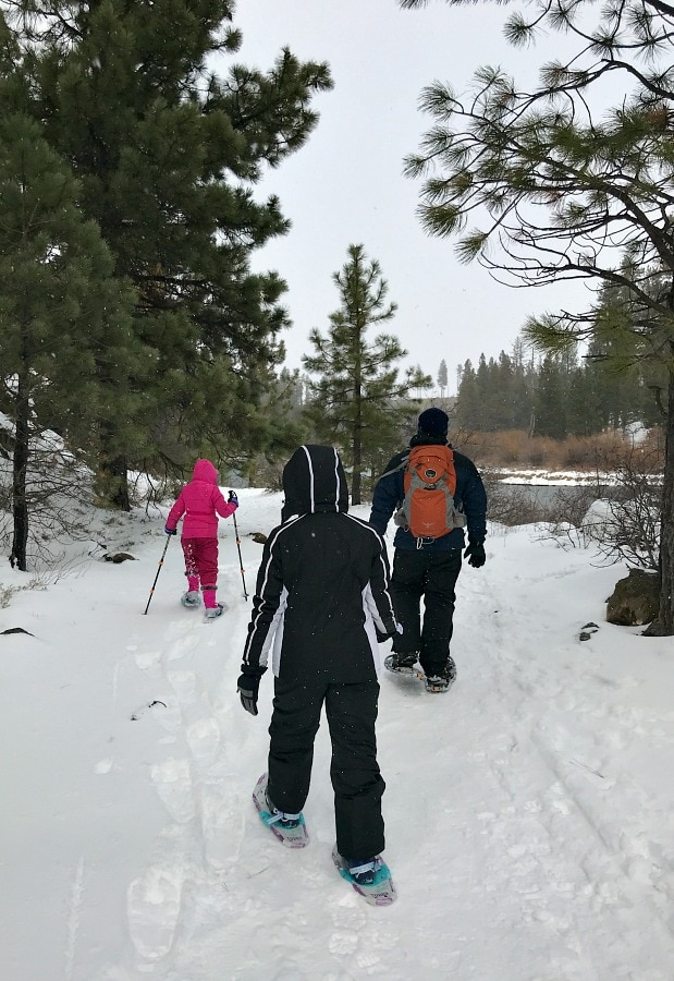 Snowshoeing along Deschutes River to Benham Falls Bend Oregon