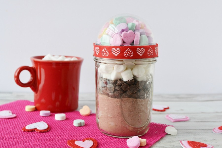 Hot Cocoa in a Jar for Valentine's Day