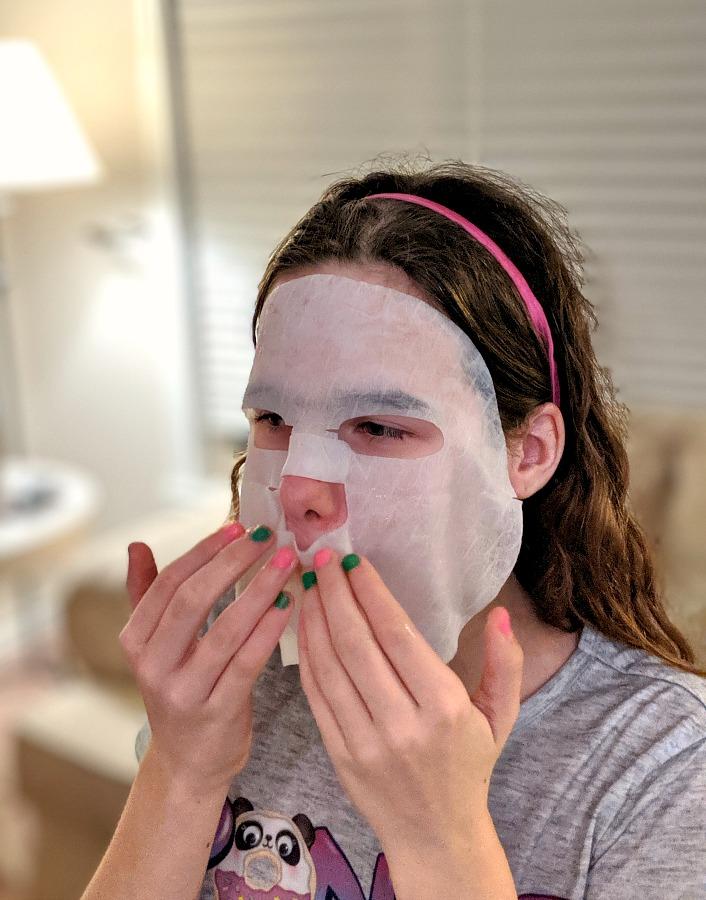 Facetory Mask on tween
