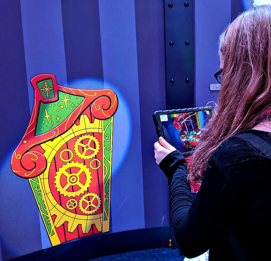 Tablets with Augmented Reality at Santa HQ