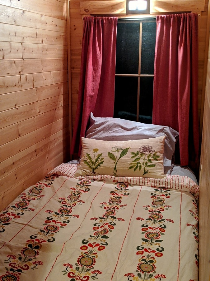 Single Bed in Mt Hood Tiny House
