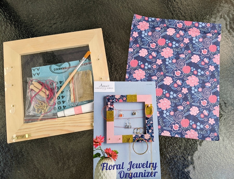Floral Jewelry Organizer from Annie's Creative Crafts Supplies