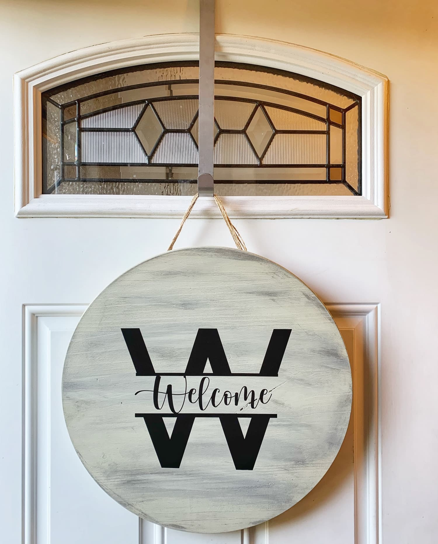 wooden welcome signs made from Home Depot Rounds