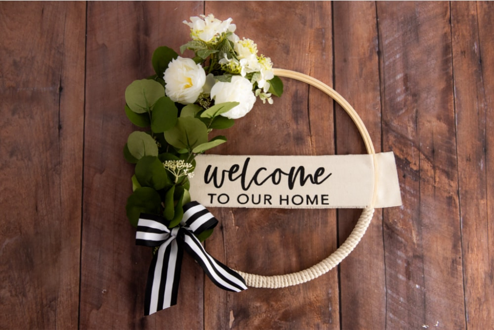 DIY Simple Eucalyptus Wreath with Welcome Sign