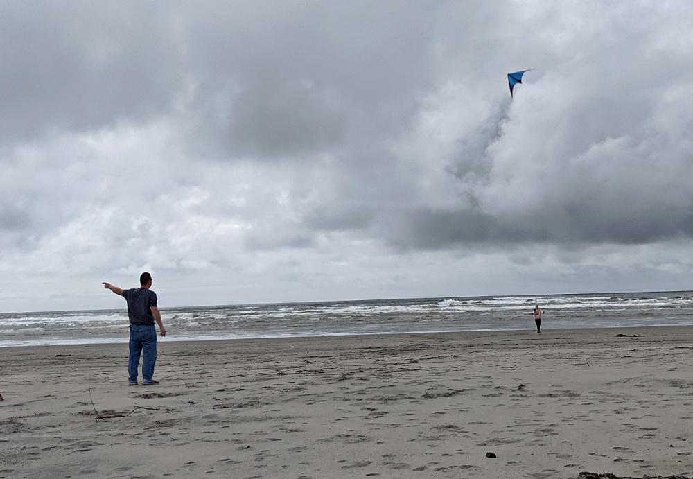Flying a kite at Long Beach WA (1)