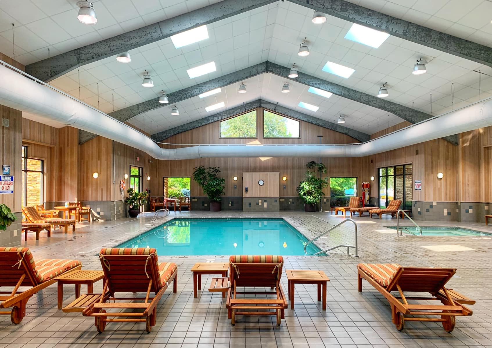 swimming pool at seven feathers rv resort