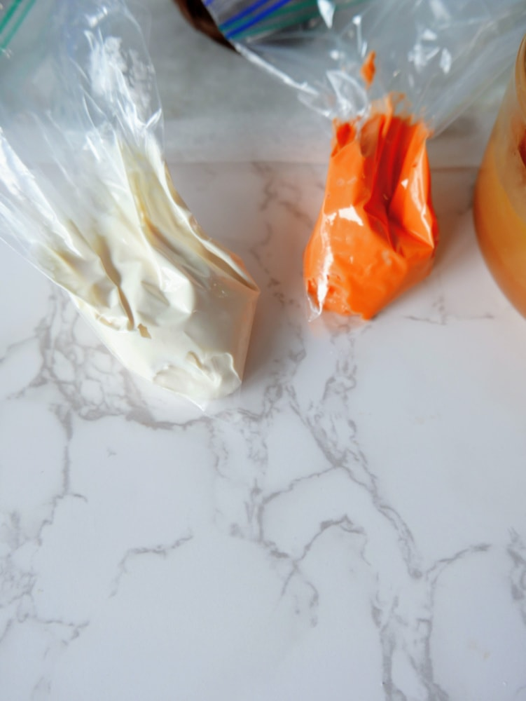Icing bags for caramel apple pops